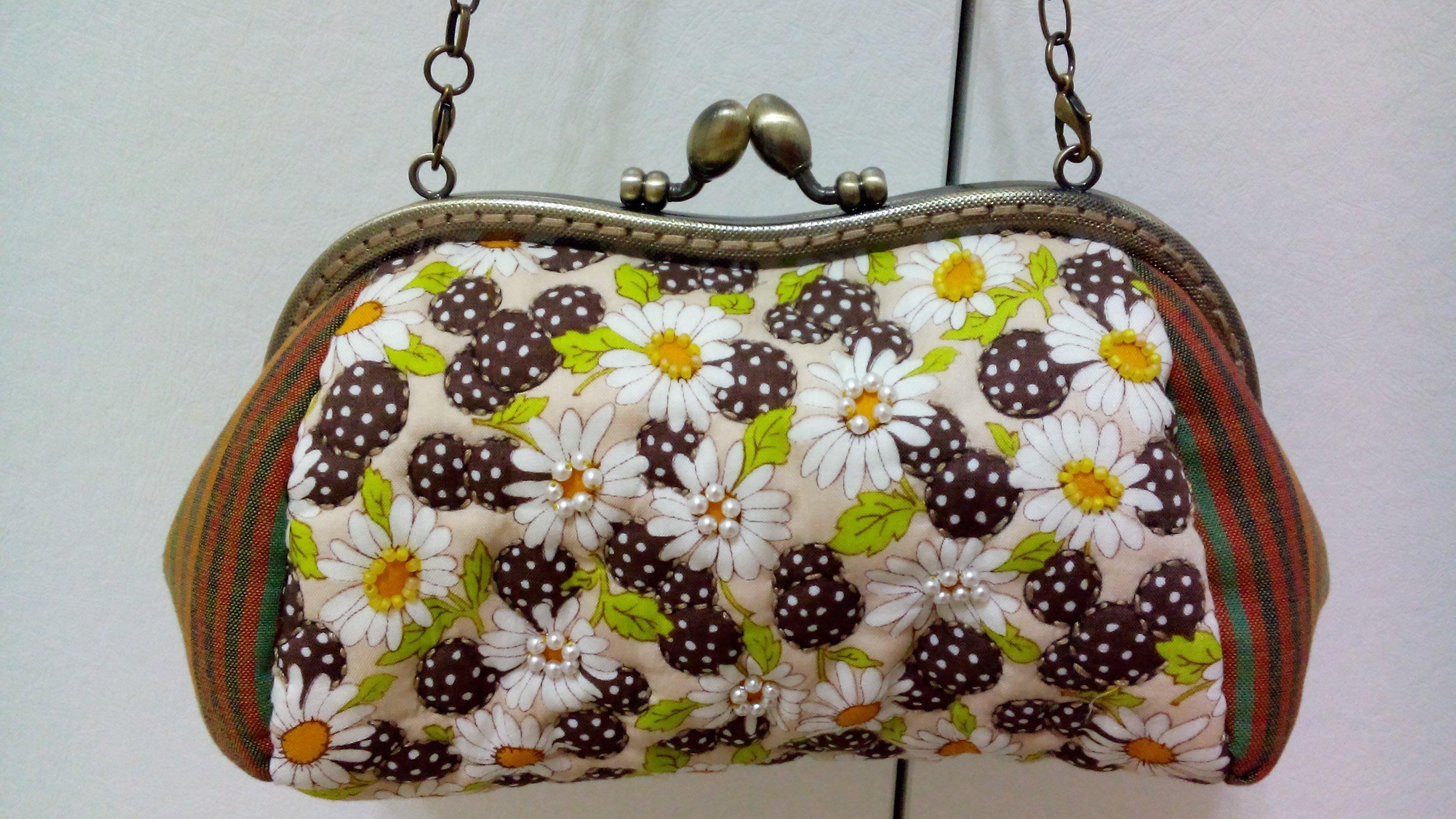 ~~幸福糖果屋~~手工拼布包系列《夏日花園舞曲口金包》