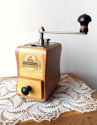 德國古董磨豆機( 1920~1960 ),售3600元。