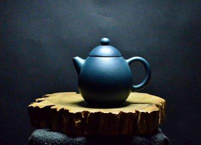 大金壺-早期中國宜興原礦老天青泥 手工細膩 土胎漂亮 好泡好養    詩句款