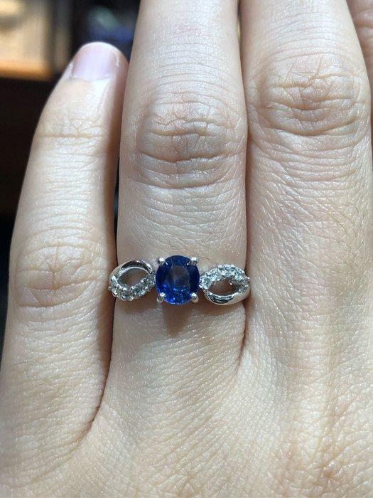 80分天然藍寶石鑽石戒指,寶石火光漂亮,鑽石白亮,經典造型設計款式,超值優惠價17600,精選商品只有一個