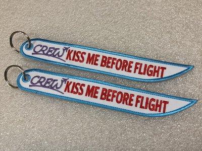 空姐專用 單面刀鋒型CREW+KISS ME BEFORE FLIGHT 鑰匙圈 10個