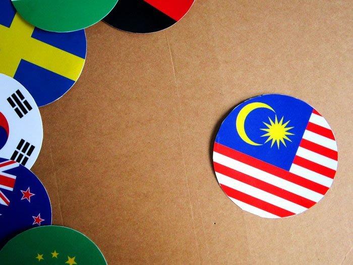 【衝浪小胖】馬來西亞國旗圓形登機箱貼紙/抗UV防水/Malaysia/世界多國款可客製