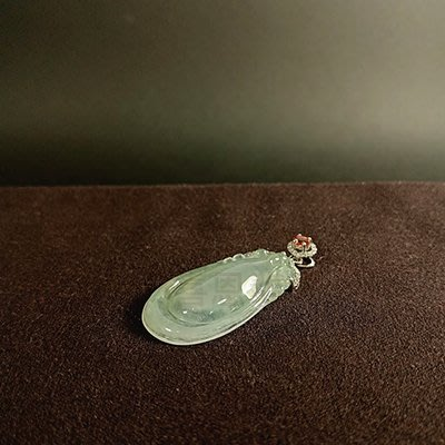 喜恩翡翠,保證天然緬甸玉A貨,冰玻璃種,白翡寶瓶,18K金真鑽+剛玉墜子,優惠價