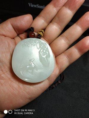 諸羅山人~~~~產地: 新疆 羊脂白玉厚圓牌馬上封猴 重90.5公克   油潤通透