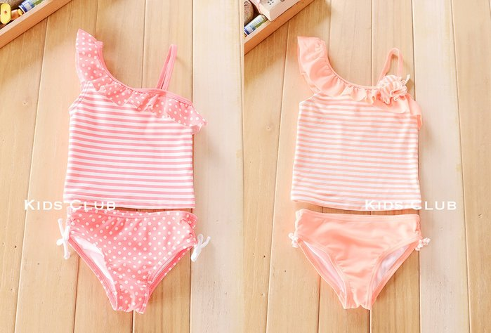 【Kids Club】8/3 歐美品牌寶寶女童裝兩色夏季條紋圓點點斜肩立體花朵荷葉邊比基尼游泳衣三角泳褲泳裝-兩件組