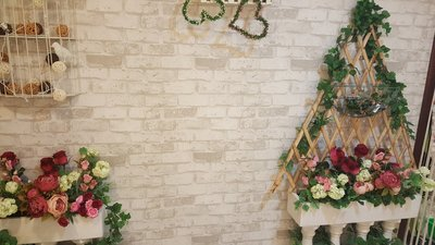 壁紙壁貼 連工代料每坪300元 塑膠地板每坪800 油漆每坪300 不要再找了 我就是最便宜