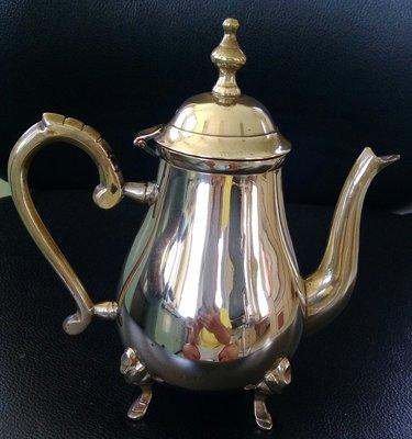 81歐洲鍍銀壺 vintage Footed Silver plated  Teapot with hinged lid