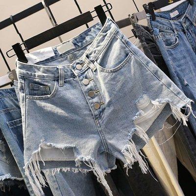 寬褲夏季口袋短褲熱褲S~4XL 超高腰顯瘦淺色貓抓刷破排釦牛仔短褲 艾爾莎【TAE8389】