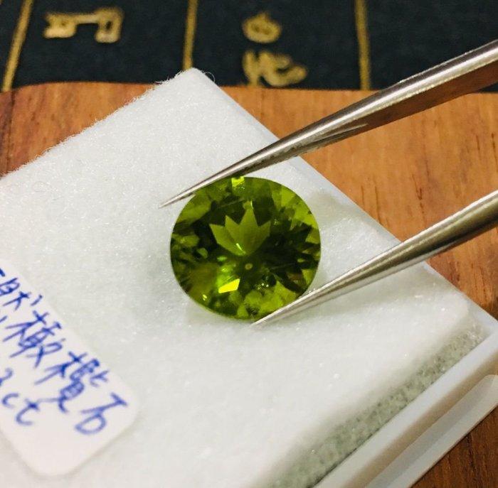 珍奇翡翠珠寶-天然裸石-天然無燒橄欖石5.73克拉.超美濃郁碧綠色.超乾淨火光閃耀.檯面超大鑽石圓切割,回饋買家6800