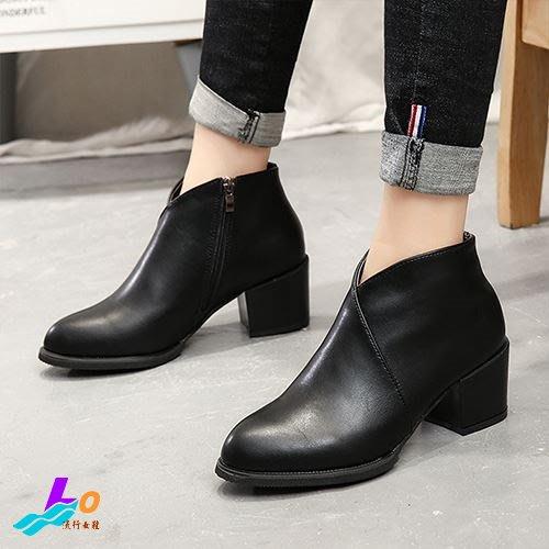 Lo流行女鞋~*質感定番* 氣質焦點V領口顯瘦美型粗跟踝靴