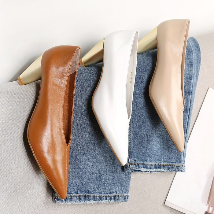 Venaessa韓國現貨女鞋粗跟尖頭女巫鞋 趙大喜網紅同款復古小碼V口真皮奶奶鞋高跟單鞋女