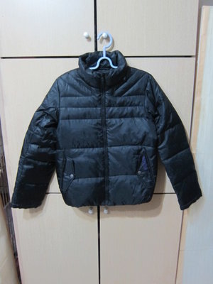 衣市藍~BIG TRAIN VICTORIA 女立領羽絨外套 (S~黑~缺帽~) (201207)