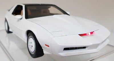 霹靂遊俠李麥克夥計knight rider霹靂車KITT1:18 1/18白色版金屬仿真模型