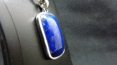 LAPIS LAZULI 天然高級湛藍青金石  墜子 閃爍如同夜空的銀河  純手工鎚打製造  品質優良