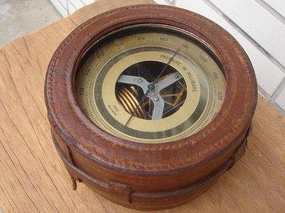 **黑熊古玩藝品**百年美國海軍航空隊軍艦上古董氣象儀   :百萬毫巴  :功能正常