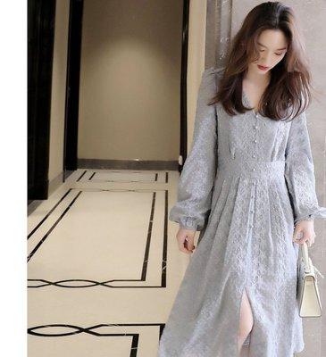 彌本店。21ss 絲絲精工 外貿多出面料重工星星刺繡柔霧藍色法系排扣洋裝裙。。Kd177