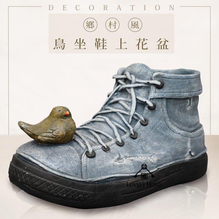 (台中 可愛小舖)日式鄉村風藍色布鞋上有小鳥高嶺土花架花器盆栽收納桶擺飾桶裝飾用途多樣民宿客廳花園戶外庭園店面咖啡廳用