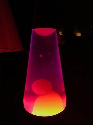 非現貨🇺🇸美國代購🇺🇸時尚Lava lamp 14.5吋(紫水黃臘)