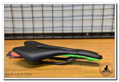 (高雄191) ASTUTE SKYLINE TACA VT  (愛速鐵)  黑鈦弓坐墊 (綠)