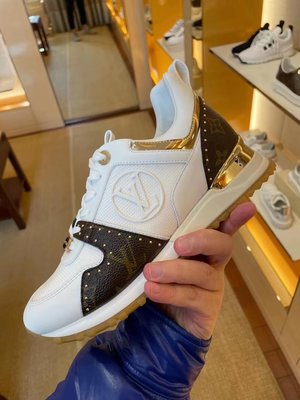 專柜正品 lv\/路易威登 21新款 RUN AWAY 系帶鉚釘運動鞋1A8VNG