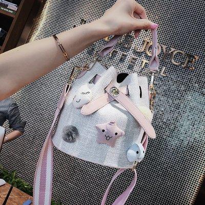 手拿包 錢夾 手提包 側背包 後背包 手提包包女夏季百搭斜挎包仙女寬帶單肩水桶包chic子母包