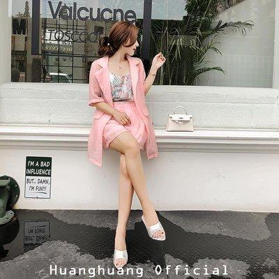 【HH Official】2018新款時尚氣質套裝印花吊帶粉色褶皺高腰短褲薄外套三件套女夏