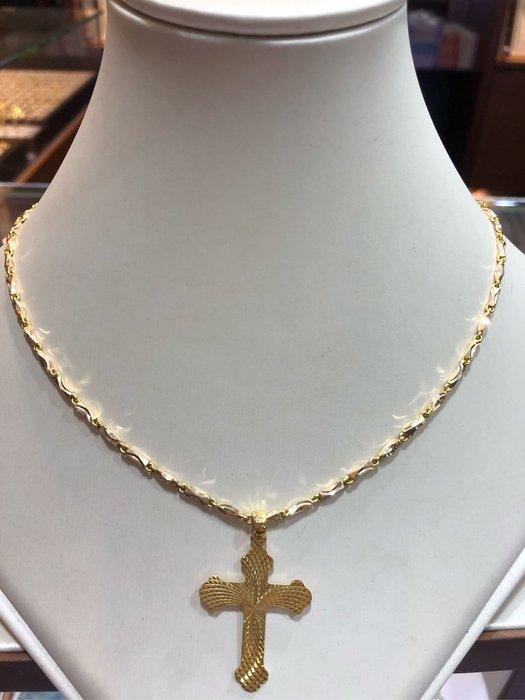 台K金十字架墜飾,超值優惠價2680元,只有一個賣掉就沒有了,基本款式適合搭配各種項鍊,不褪色不過敏