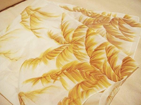 賣家珍藏,全新日本帶回的方巾領巾, 典雅大方!低價起標無底價!本商品免運費!
