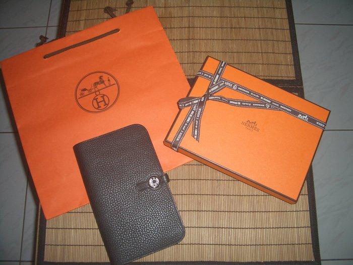 名品特搜站~H原廠全配包裝,99.99成新品,HERMES黑色銀釦DOGON TOGO GM大款長夾/護照夾/手拿包