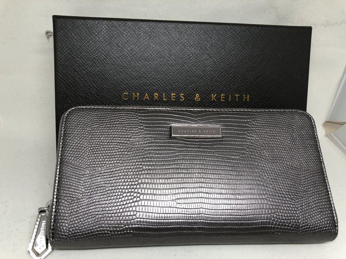 正品 CHARLES & KEITH 錫灰色 古銅防刮長夾