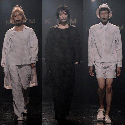∵ PRAY FOR FASHION ∴日本小眾設計師極簡滿版東京浮雕印刷字體寬鬆中性襯衫 男女皆可穿