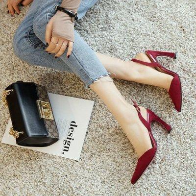 時尚吸睛露腳跟7公分9公分 一字釦帶馬蹄細跟尖頭高跟鞋 艾爾莎【TSB8875】