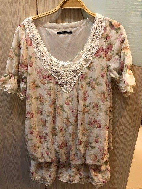 小花別針、百貨專櫃【ONE WAY】碎花短袖雪紡洋裝