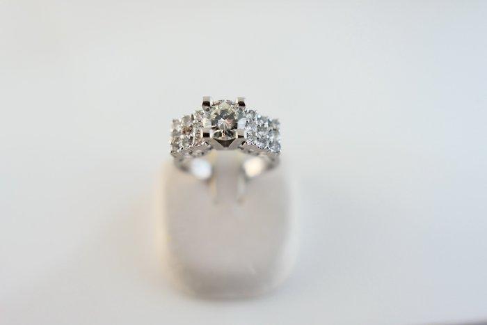[吉宏精品交流中心]66分 南非天然鑽石 白K金 造型 戒指(公關禮物)