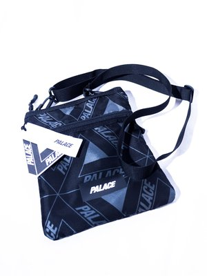 PALACE Full Logo Zip Shoulder Bag. 側背包 小背包 單肩包