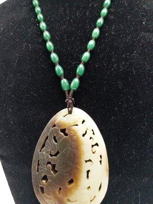 和闐玉老白玉帶糖  鏤雕《如意童子》拉絲老工+ 緬甸玉翡翠干青陽綠米型珠項鏈