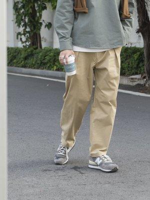 ∵ PRAY FOR FASHION ∴日系純色休閒純棉斜紋長布腰間單褶微錐型剪裁卡其褲