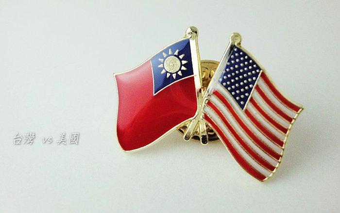 國旗徽章。美國單旗X3枚+台美X3枚。共6枚
