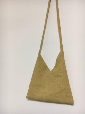 側背肩背棉麻袋 簡約幾何三角布包 金色磁扣質感 側背幾何剪裁 棉麻編織包