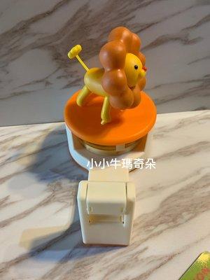 ~賣家收藏~小小牛瑪奇朵~日本絕版商品MisterDonut 波堤獅造型膠台