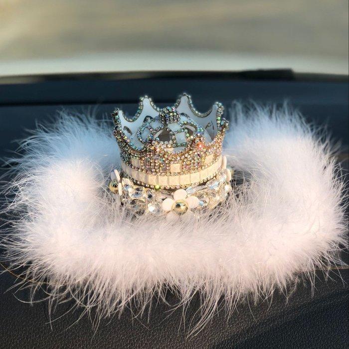 Ordinary shop 創意 簡約 車內裝飾高檔鑲鉆皇冠汽車香水座車用擺件女創意羽毛車載車內裝飾品除異味居家擺飾