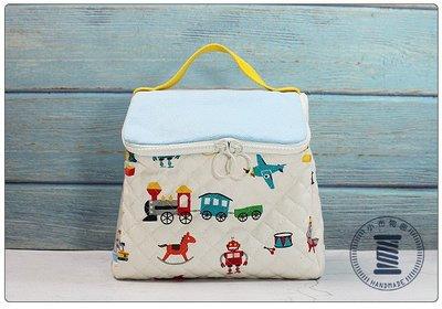 ✿小布物曲✿手作童趣化妝包 - 巧手車工縫製 無毒環保染劑進口布料 質感超優  收納包 便當袋