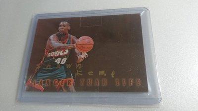 1996-97SKYBOX明星球員SHAWN KEMP LARGER THAN LIFE難拆特卡一張~500元起標