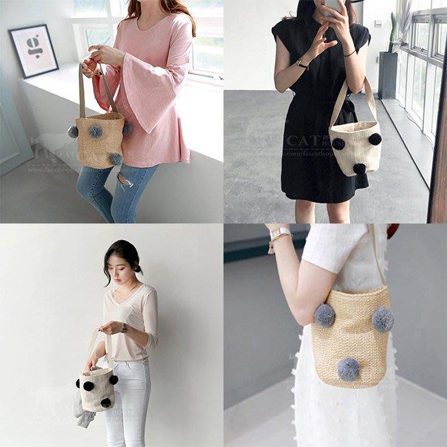 【FAT CAT HOUSE胖貓屋】韓國熱賣 可愛毛球編織包 草編包 單肩抽繩水桶包 沙灘包 毛球手提包 街拍必備水桶包