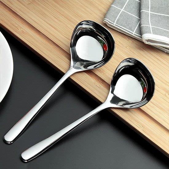 ☜shop go☞  大湯匙 湯勺 圓勺 勺子 火鍋勺 粥勺 醬汁勺 廚房 餐具 長柄 304 不鏽鋼 湯勺【P066】