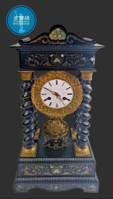 【波賽頓-歐洲古董拍賣】歐洲/西洋古董 法國古董 拿破崙三世風格 大型老黃銅鑲嵌彩繪圖形機械壁爐座鐘 (尺寸:高56×寬28×深16公分)(年份:約1880年)