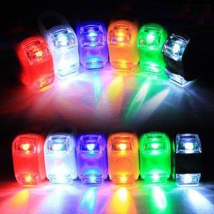 【新奇屋】第六代 青蛙燈 矽膠燈 警示燈 尾燈前燈 腳踏車 車燈(可加購電池)白、黑、紅、藍、綠、黃(2032電池)