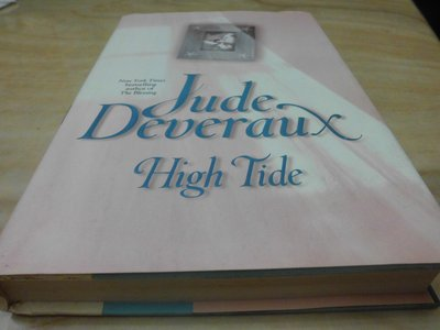 二手書【方爸爸的黃金屋】原文書驚悚懸疑推理小說《High Tide》Jude Deveraux著  L46