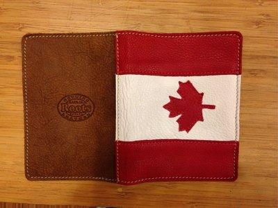 ~☆.•°莎莎~*~~☆~加拿大 ROOTS Canada 國慶款護照夾~現貨特賣