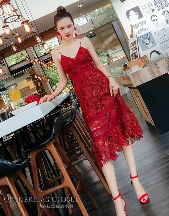 《仙杜瑞拉的衣櫃》sk1052 高腰顯瘦長腿 鏤空蕾絲細肩帶紅色 無袖連身裙